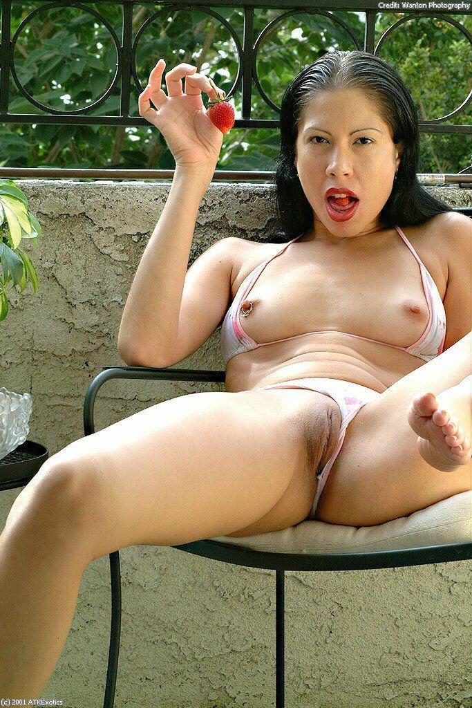 gepiercte brustwarzen asiatische