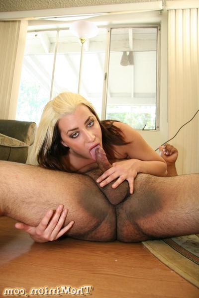The inexpert girl Lacey Luv is staying at bottom will not hear of knees while bumper throating