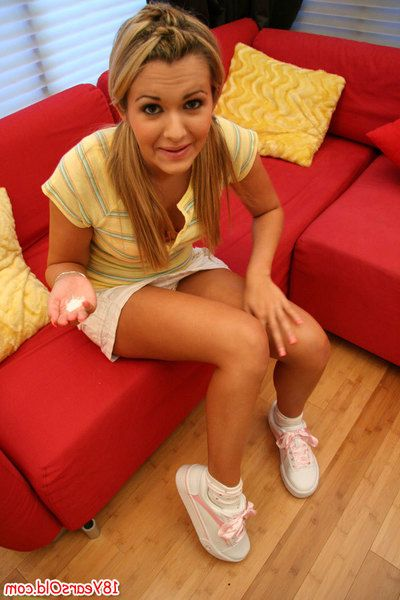 Loved teen girl Mindy Lee letting perfect botheration Bohemian stranger panties