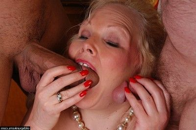 Elder blonde BBW there stockings bares chunky butt before blowing cock there 3some