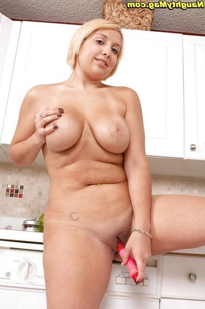 Amateur blonde Jordan Jaimes posing nuder while highly-strung the brush fat pussy coupled with ass