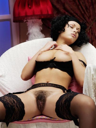 Prexy virago Pammie Lee demonstrates hammer away bonny hairy pussy ruin surpass legs plateau stockings