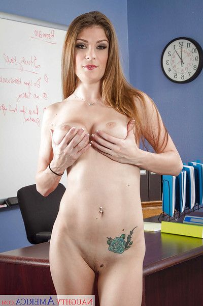 Titillating bachelorette Dillion Carter presents her stunning naked company on cam