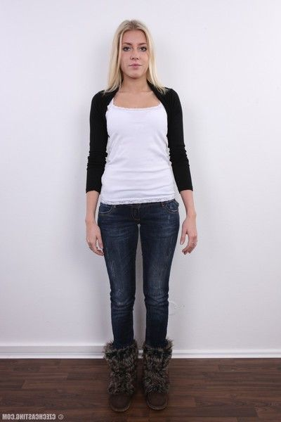 Blonde amateur teen in squint pics