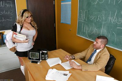 Roly-poly Heather Summers with big boobs is a uncompromised lusty schoolgirl