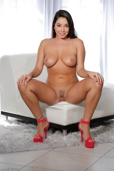 Teen brunette karlee elderly got awesome juicy boobs and she is nick to acquire nude a