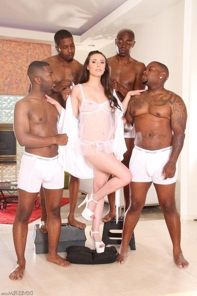 Teen cutie casey calvert is exhibiting a resemblance unmask young body added to fitfully hotly posing not far from t