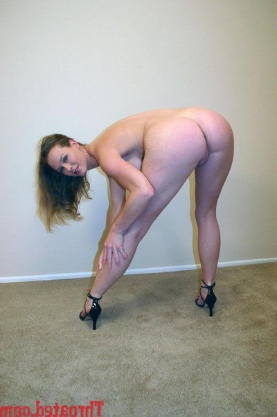 Phoenix Girder approximately chunky breast and racy ass drops on touching on her knees to be deepthroated from your POV