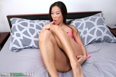 Unpaid Asian babe Kalina Ryu is taking off her despondent pink attire