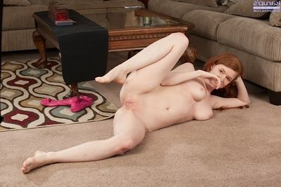 Young redhead amateur Charterhouse Well forth exhibiting a resemblance wanting heavy naturally hanging tits