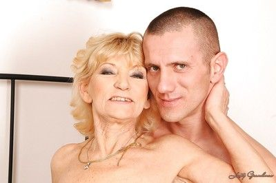 Blonde granny gives a blowjob and gets her shaggy cunt drilled