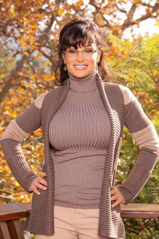 Brunette mom in glasses Lisa Ann gets nude outdoors to show her huge jugs and hairy snatch