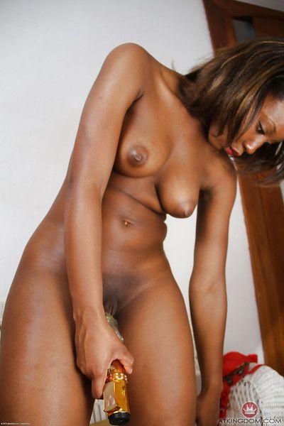 Mature black broad Chiya inserting vibrator into pink vagina