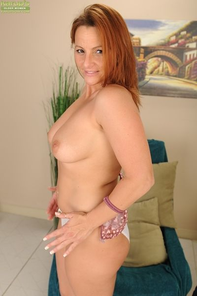 Mature Gia Sophia is undressing and stretching this nice vagina