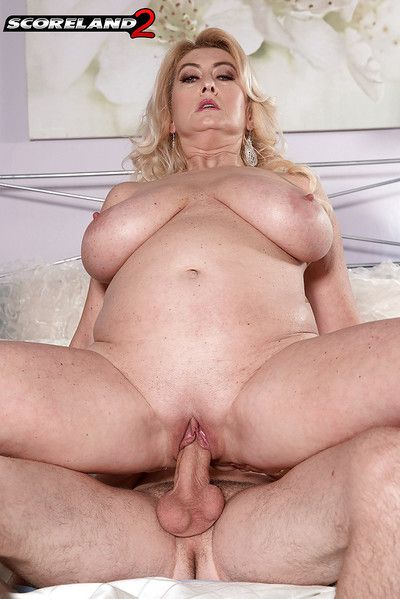 Mature blonde lady Tahnee Taylor displaying huge hooters during intercourse