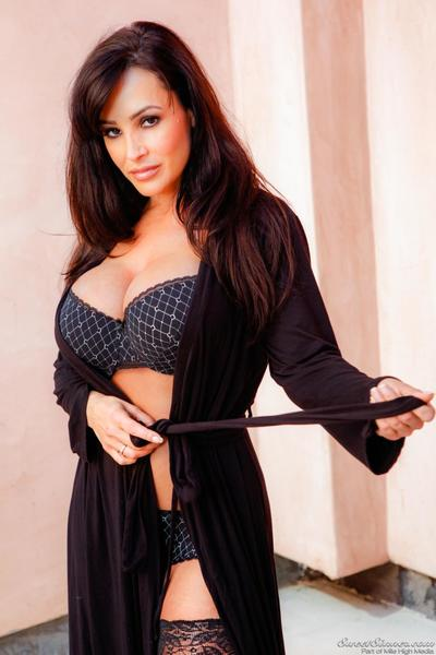 The time has come for busty MILF Lisa Ann to show off her hard nipples.