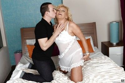 Euro granny Magdi freeing saggy tits before banging of shaved cunt