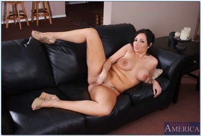 Chubby mature Vannah Sterling exposing big tits and little pussy