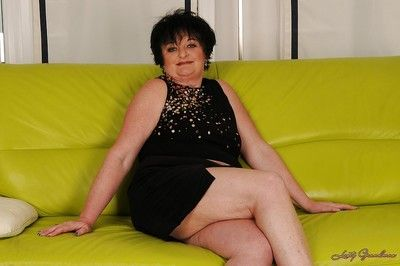 Chubby granny on high heels Leslie Pearl stripping off her dress