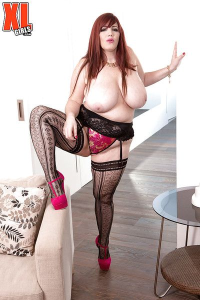 Mature redhead BBW Roxee Robinson stretching labia lips in sexy stockings