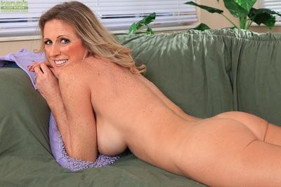 Aged lady Jade Jamison unveiling large mature boobs before masturbating