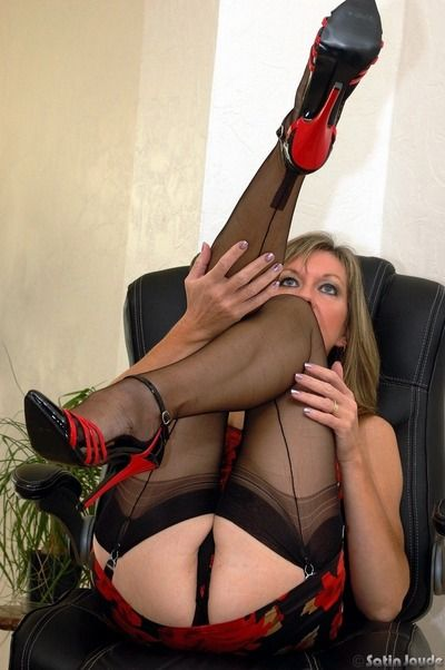 Sexy mature fetish model Satin Jayde spreading her legs in black stockings