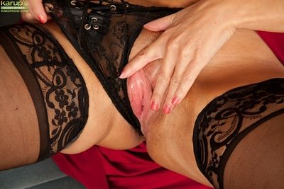 Mature woman Lelani Tizzie posing her big ass in stockings and panties