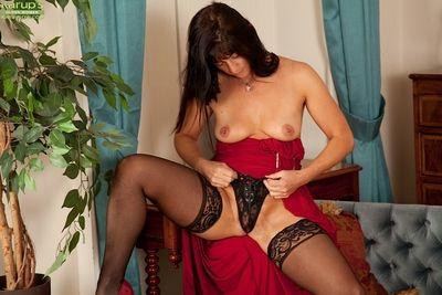 Mature woman Lelani Tizzie posing her big ass in stockings and panties