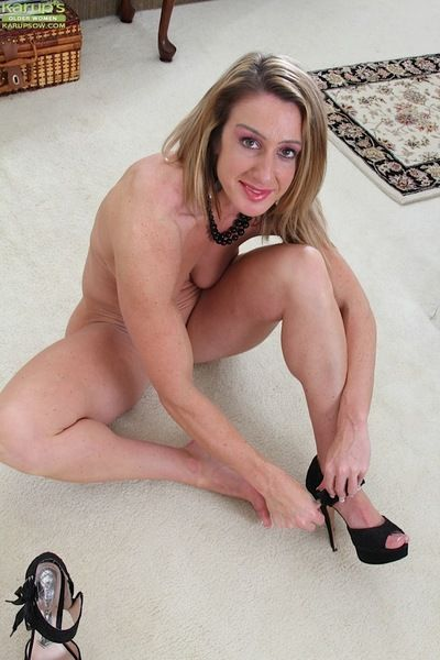 Mature woman Ashley Brooke revealing saggy tits and shaved snatch