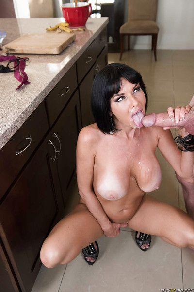 Buxom cougar Veronica Avluv stroking a young stud\