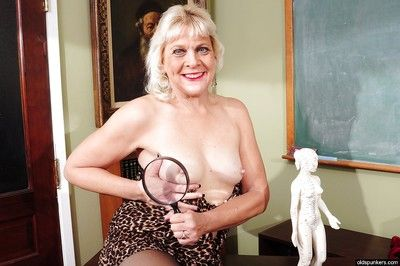 Marvelous granny Sindy masturbates in her black stockings in close up
