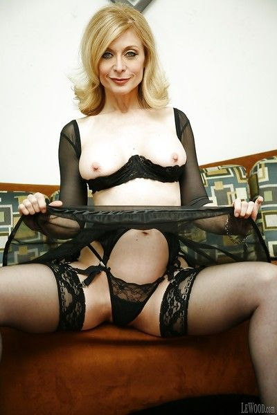 Mature pornstar in awesome lingerie Nina Hartley impresses her fans