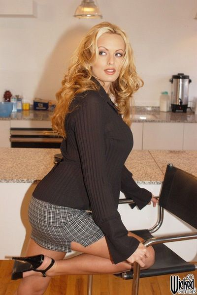 When alone in the office nasty long legged blonde Stormy Daniels makes a strip show