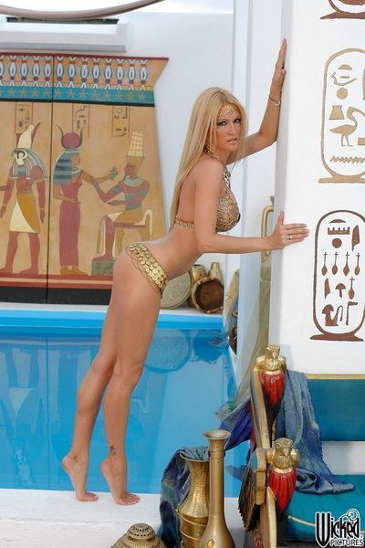 This blonde milf Jessica Drake is like a kinky Egyptian Queen seducing men with great body shapes