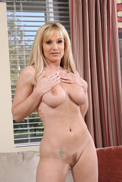 Big breasted blonde mom Tyler Faith gets fully nude before she opens her pussy