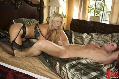 The hot lingerie and sexy mouth lips of lusty milf Amber Lynn make guy heavily explode