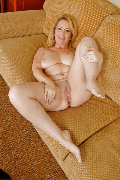 Amateur mature chick Brandie Sweet is drilling herself so sensual