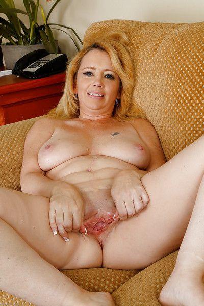 Amateur mature chick Brandie Sweet is drilling herself so sensual