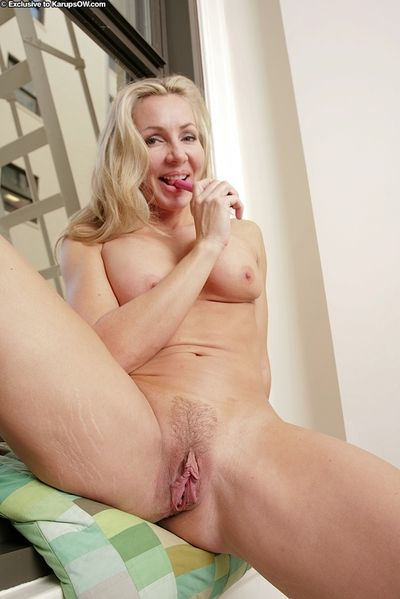 Well-toned mature vixen Lisa Lee undressing and toying her hungry gash