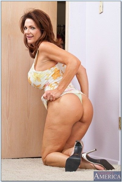 Busty mom in heels stripping from panties before doing her laundry