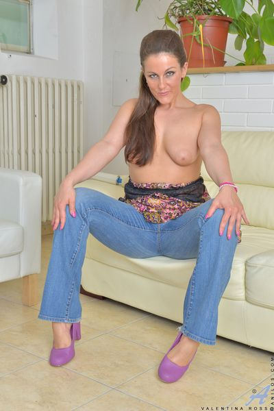 Hot mom undressing to flaunt natural big boobs, shaved pussy and hot ass