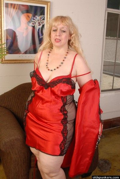 Sexy granny Anne undressing her red dress in a slowly way!