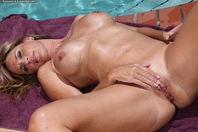 Aged blonde Jodi West loosing nice tits from bikini in swimming pool