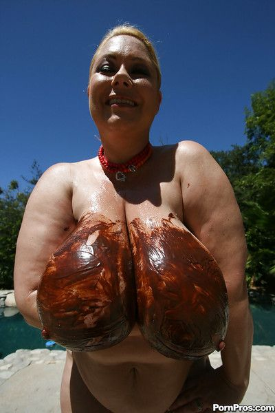 Busty mature babe Samantha 38G playing with her melons outdoor