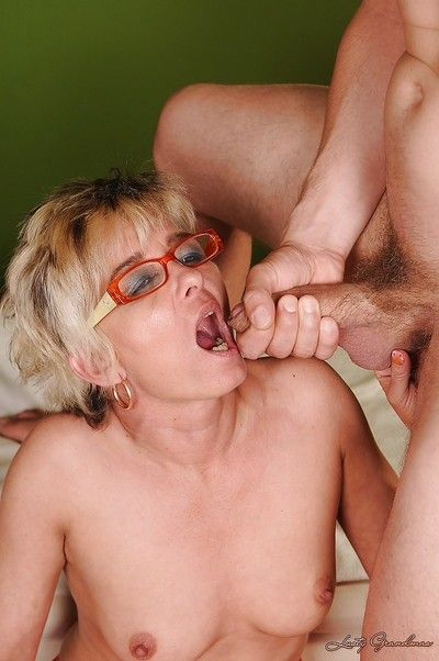 Lewd granny in glasses and stockings gets fucked for a cumshot in her mouth