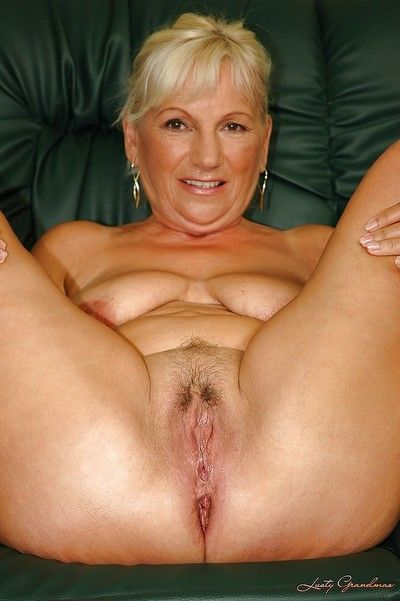 Horny granny with big tits gets ready for fuck and spreads her cunt