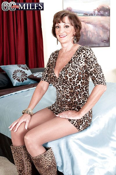 Granny Sydni Lane provides nudity in her premium mature solo cam show