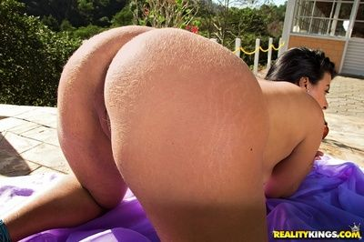 Mature latina Sheila Morena takes off bikini and exposes her puffy ass