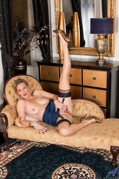 Older blonde housewife strips out of her lingerie and exposes her muff