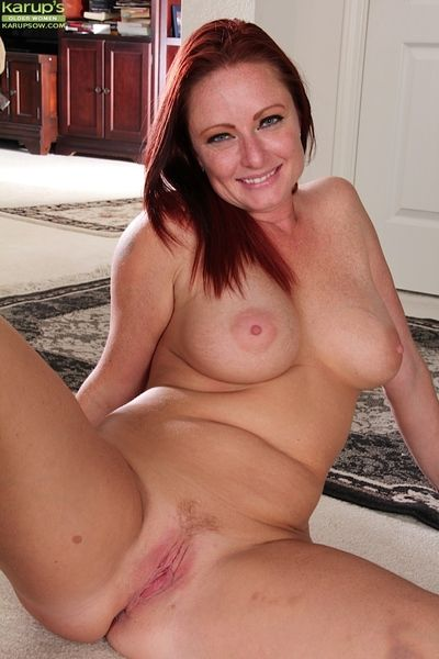 Winsome mature Brandie Jones taking off jeans and showing big boobs
